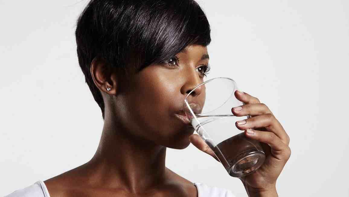 Agua purificada vs destilada vs agua regular ¿Cuál es la diferencia?
